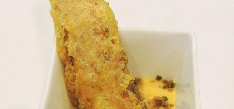 Tino Restaurante Asador > Palitos de trucha ahumada del Alto Gállego en tempura y crema de azafrán